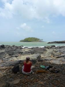 Camille, face à l'île du Diable